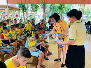 สาขาวิชาพยาบาลศาสตร์ร่วมกับชมรมบัณฑิตพยาบาล เลี้ยงอาหารเด็กบ้านราชาวดี เมื่อวันที่ 23 ธันวาคม พ.ศ.2562